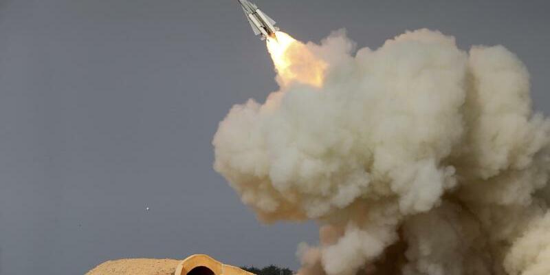 Raketenabschuss im Iran - Foto: Isna/Archiv