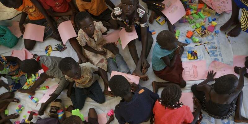 Flüchtlingskinder in Uganda - Foto: Ben Curtis