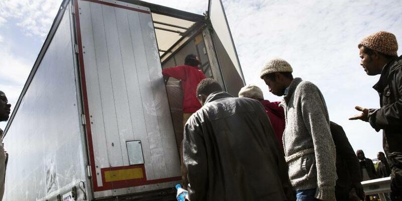 Flüchtlinge in Frankreich - Foto: Etienne Laurent/Archiv