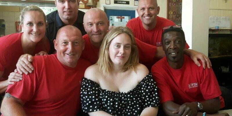 Adele bei der Feuerwehr - Foto: London Fie Brigade