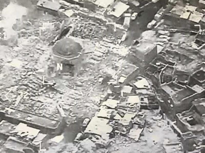 Zerstörung - Foto: Zerstörung: IS-Kämpfer haben nach Angaben der irakischen Armee die symbolträchtige und Jahrhunderte alte große Moschee in der umkämpften Metropole Mossul gesprengt. Foto:US CENTCOM