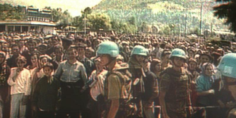 Niederländische UN-Soldaten - Foto: Holländische UN-Soldaten in Potocari, Bosnien-Herzegowina. Foto:epa anp/TV/ANP/Archiv