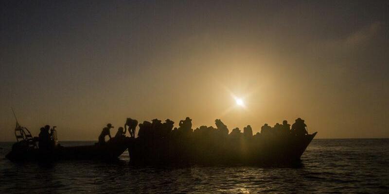Bootsflüchtlinge im Mittelmeer - Foto: Santi Palacios/Archiv