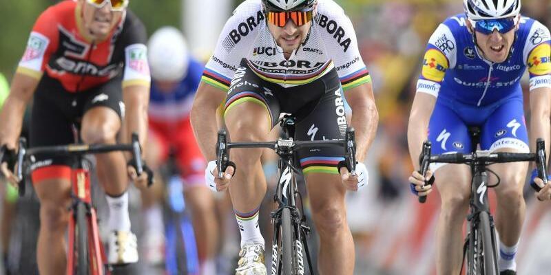 Tagessieger - Foto: Der Slowake PeterSagan (M) gewinnt die dritte Etappe der Tour. Foto:Dirk Waem