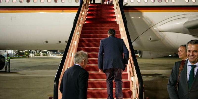 Abreise aus Dschidda - Foto: Abreise aus Dschidda:Außenminister Sigmar Gabriel will sich bei einer dreitägigen Rundreise in der Golfregion um Entspannung in der Katar-Krise bemühen. Foto:Gregor Fischer
