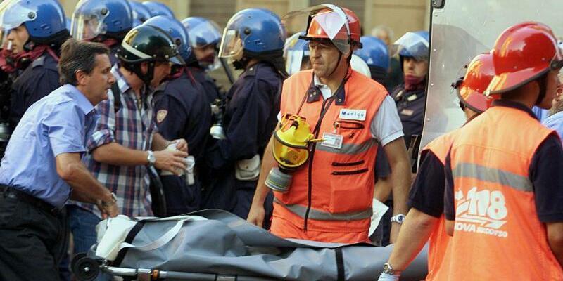 Toter Demonstrant - Foto: Tiefpunkt der Gipfel-Geschichte:Beim G8-Treffen in Genua 2001 wurde ein junger Demonstrant erschossen. Foto:Filippo Monteforte