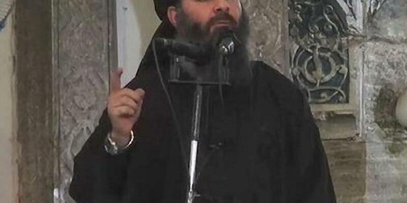 IS-Anführer Al-Bagdadi - Foto: Ein undatiertes Foto aus einem IS-Video zeigt den selbst ernannten Kalifen von Bagdad und Führer des IS im Irak, Abu Bakr al-Bagdadi. Foto:Islamischer Staat