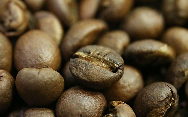 Kaffeebohnen - Foto: Kaffeetrinker profitieren womöglich gesundheitlich von ihrer Leidenschaft. Zu diesem Schluss kommt ein internationales Forscherteam. Foto:Oliver Berg