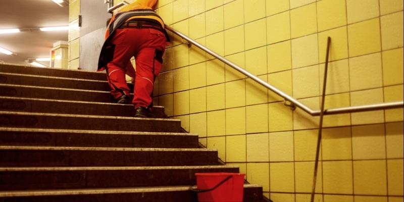 Reinigungskraft in einer U-Bahn-Station - Foto: über dts Nachrichtenagentur