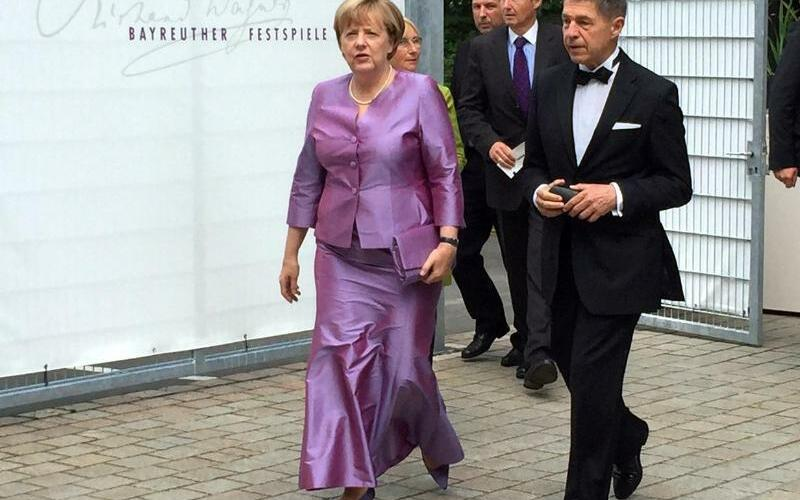 Merkel besucht Festspiele Bayreuth - Foto: Britta Schultejans