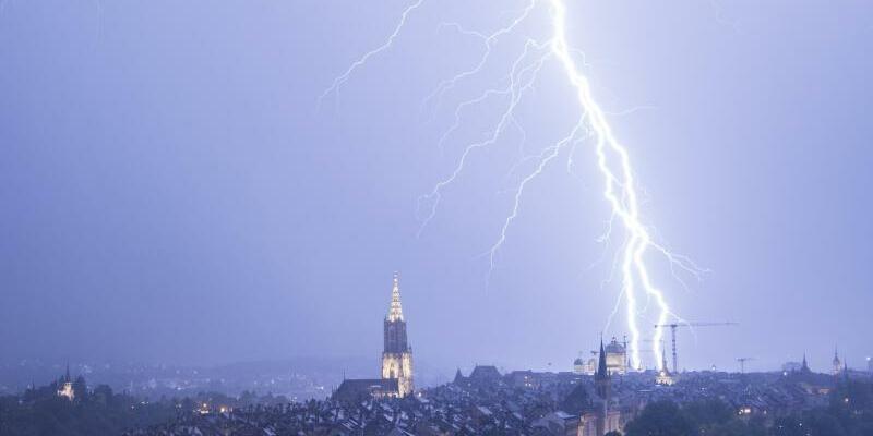 Blitze über Bern - Foto: Anthony Anex/Illustration