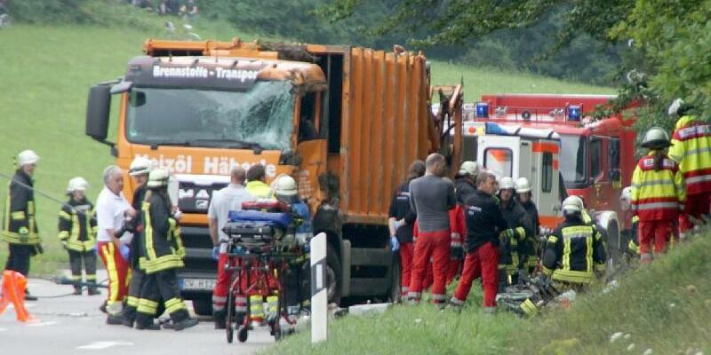 Unfall mit Müllwagen - Foto: Dettenmeyer