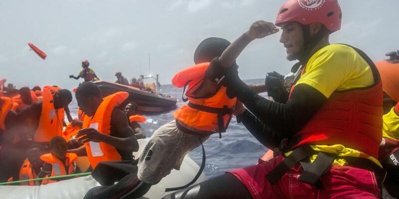 Rettung im Mittelmeer - Foto: Santi Palacios