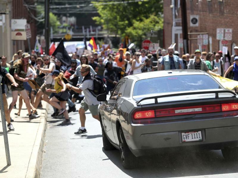 Attacke auf Gegendemonstranten - Foto: Ryan M. Kelly/The Daily Progress