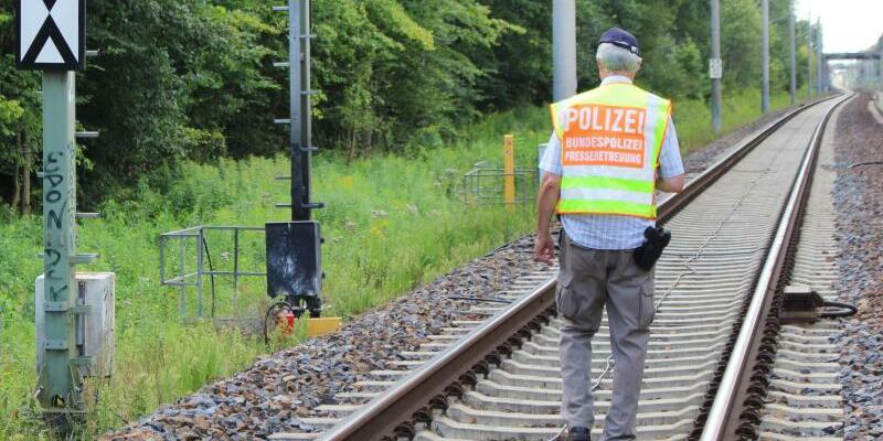 Brandschlägen auf Bahnanlagen - Foto: Brandanschläge auf die Bahnanlagen hatten am Samstag zu Ausfällen auf den Zugstrecken zwischen Berlin, Hamburg und Hannover geführt. Foto:Christian Pörschmann