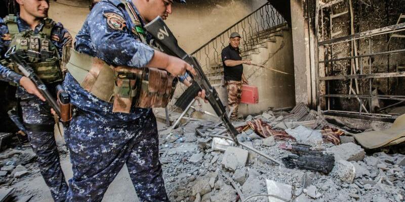 Irakische Polizisten - Foto: Yusuke Suzuki