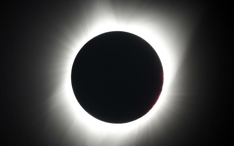 Sonnenfinsternis - Foto: Ted S. Warren