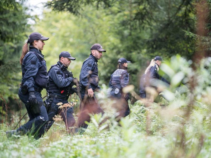 Suche nach dem Täter - Foto: Sebastian Gollnow