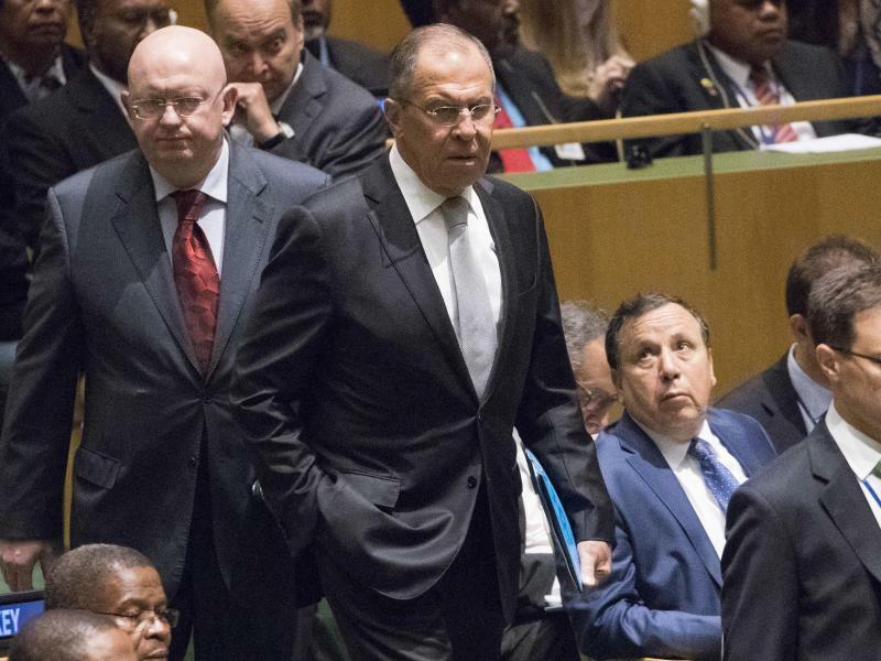 UN-Generaldebatte - Foto: Der russische Außenminister Sergej Lawrow (r) und der russische Botschafter bei den Vereinten Nationen, Wassili Nebensja, bei der UN-Generaldebatte. Foto:Mary Altaffer