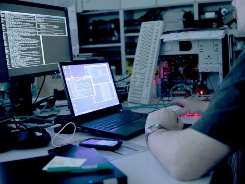 Illustration - Hacker - Foto: Die Schadsoftware sammelte auf dem PC Informationen etwa zu installierten und aktiven Programme sowie deren Zugriffsrechten - eine mögliche Vorbereitung darauf, einen Computer zu kapern. Foto:Jana Pape/Symbol