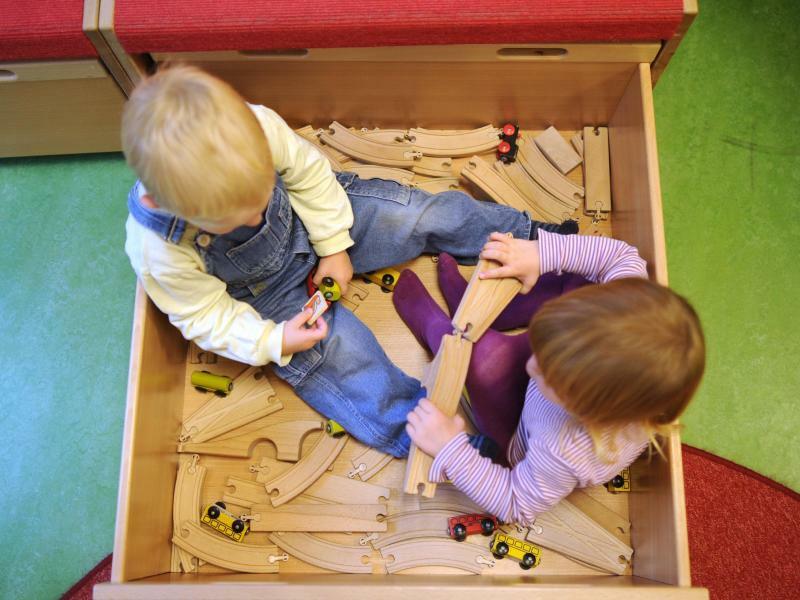 Kinder spielen - Foto: Julian Stratenschulte