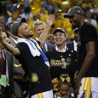 Stephen Curry und Kevin Durant - Foto: Nhat V. Meyer