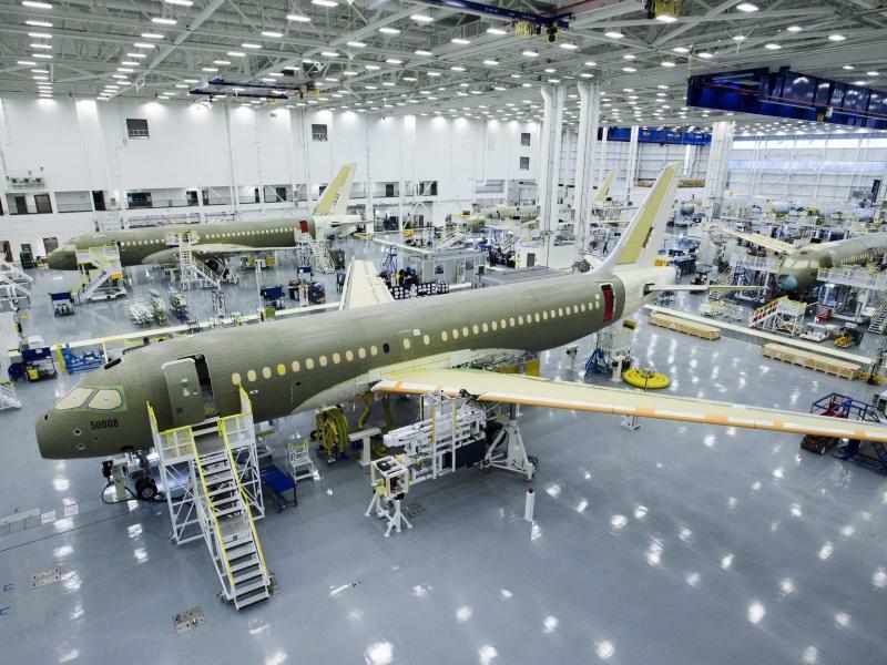 Bombardier-Fertigung - Foto: Ryan Remiorz, The Canadian Press/AP