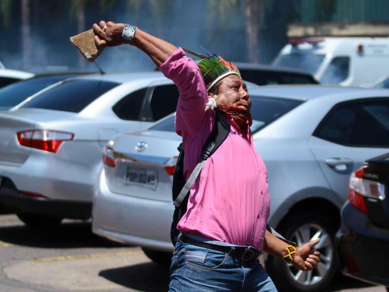 Ureinwohner in Brasilien protestieren - Foto: O Globo