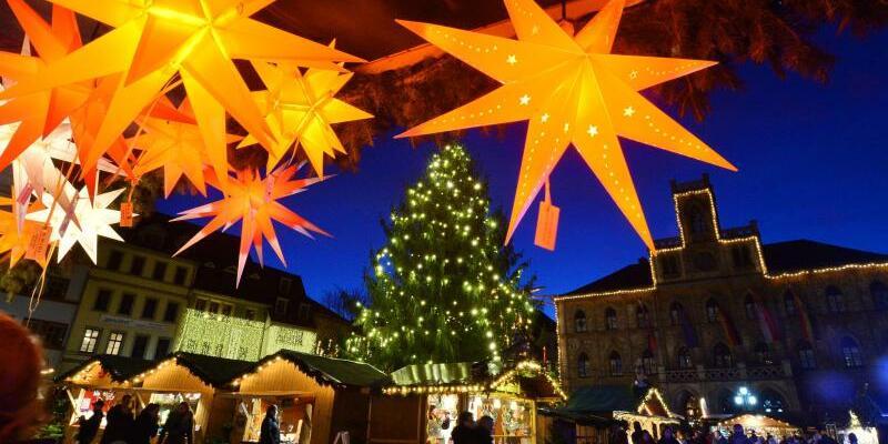 Weihnachtsmarkt - Foto: Martin Schutt/dpa-Zentralbild