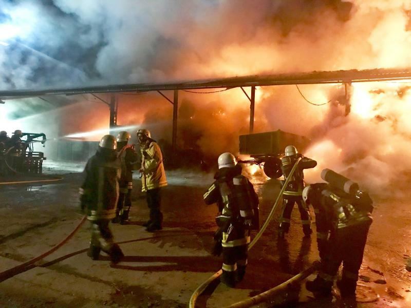 Brennendes Stroh - Foto: Feuerwehr Bochum