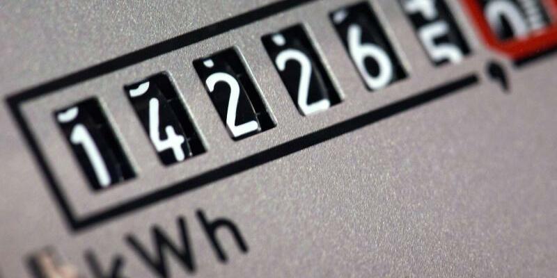 Stromzähler - Foto: Mit einem Vertragswechsel kann eine Durchschnittsfamilie mit rund 4000 Kilowattstunden Verbrauch je nach vorherigem Vertrag 100 Euro pro Jahr und mehr sparen. Foto:Jens Büttner