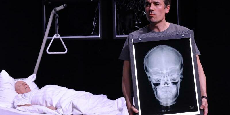 «Vater» am Deutschen Theater - Foto: Paul Zinken