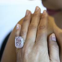 Diamanten unterm Hammer - Foto: Martial Trezzini