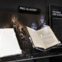 Exponate im Bibel-Museum - Foto: Jacquelyn Martin/AP