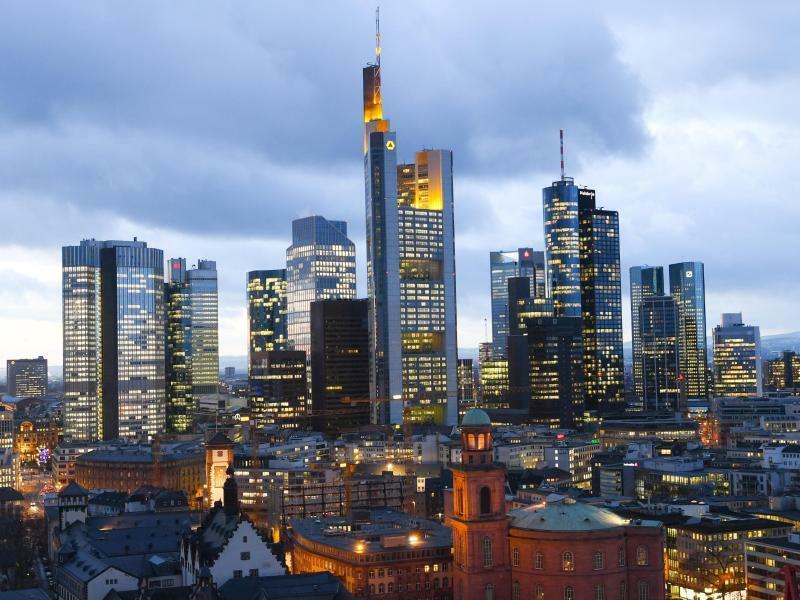 Frankfurter Skyline - Foto: Arne Dedert/Archiv