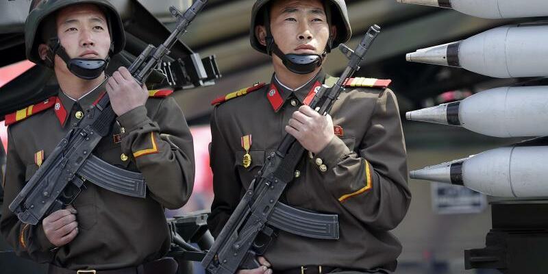 Soldaten in Nordkorea - Foto: Wong Maye-E / Archiv
