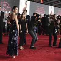 Star Wars - Die letzten Jedi - Foto: Hauptdarstellerin Daisy Ridley trägt ein Sternen-Outfit von Monse. Foto:Jordan Strauss/Invision
