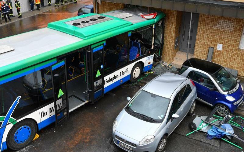Schulbus-Unfall - Foto: Uwe Anspach