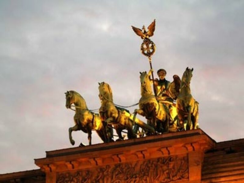 Brandenburger Tor Figuren - Foto: Fotolia.com / Tobias Machhaus