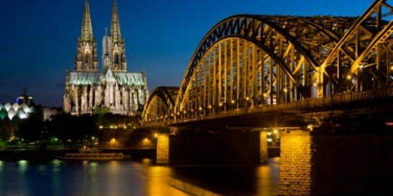 Kölner Dom mit Hohenzollernbrücke - Foto: iStockphoto.com / MichaelUtech