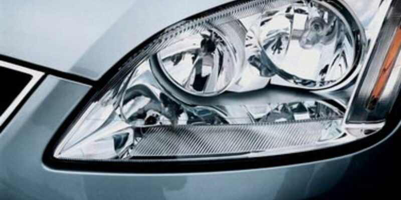 Auto Scheinwerfer - Foto: Fotolia.com / Sergey Chekh