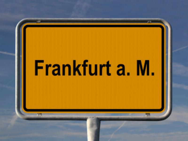 Frankfur a.M. Schild - Foto: iStockphoto.com / AndreasWeber