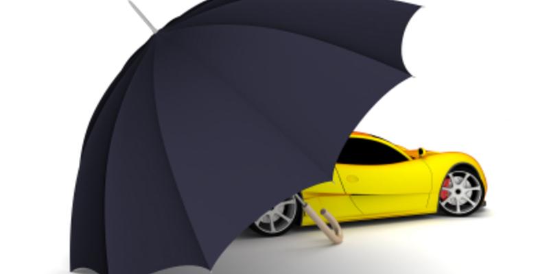 Auto und Regenschirm - Foto: iStockphoto.com /  3alexd