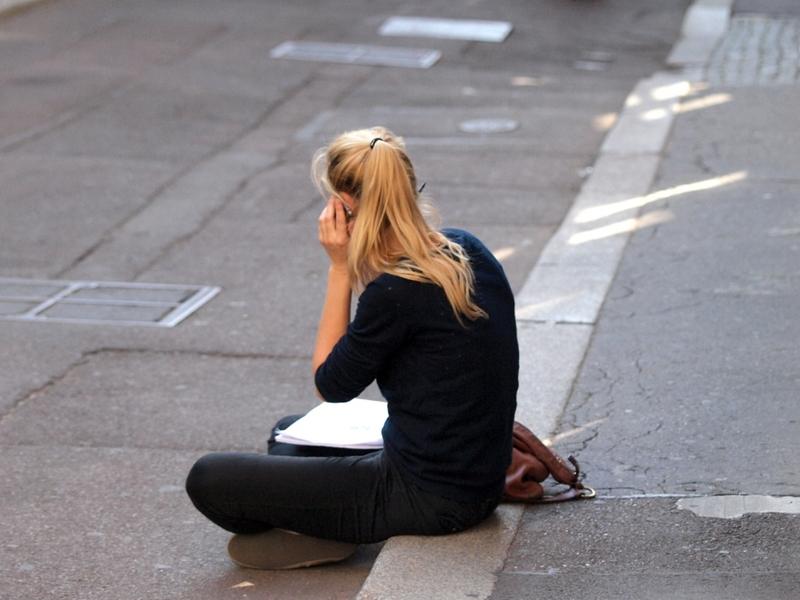 Junge Frau beim Telefonieren - Foto: über dts Nachrichtenagentur