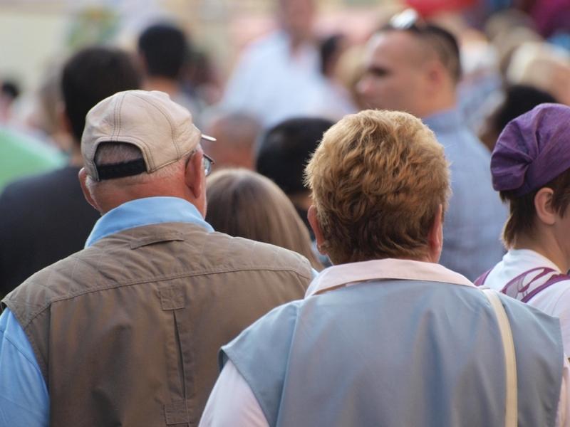 Senioren in einer Fußgängerzone - Foto: über dts Nachrichtenagentur