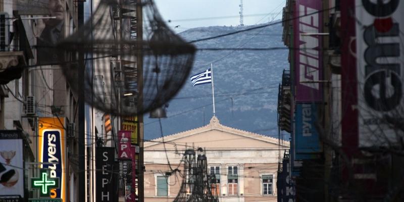 Einkaufsstraße in Athen mit Griechischem Parlament - Foto: über dts Nachrichtenagentur