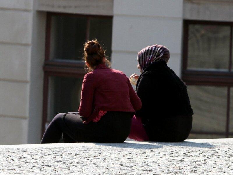 Frau mit Kopftuch und Frau ohne Kopftuch - Foto: über dts Nachrichtenagentur