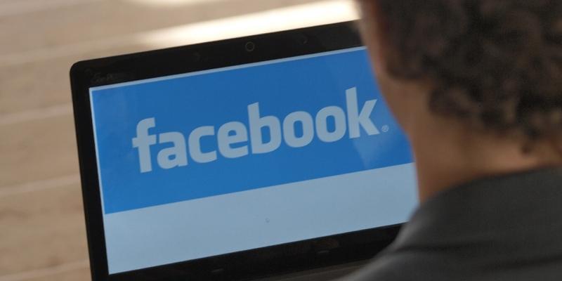 Facebook-Nutzer am Computer - Foto: über dts Nachrichtenagentur