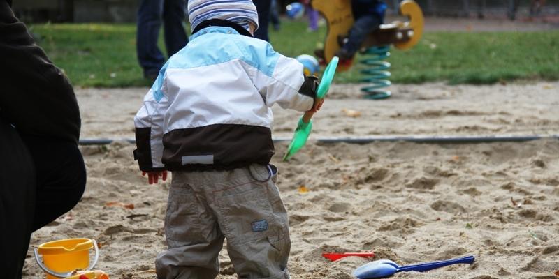Kleinkind auf Spielplatz - Foto: über dts Nachrichtenagentur