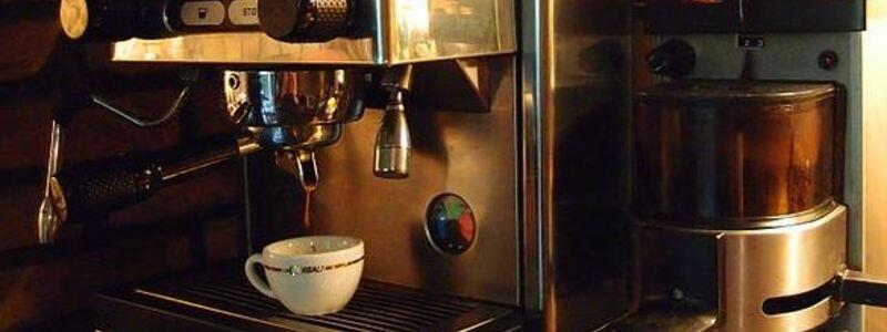 Kein Arbeitsalltag ohne Kaffeemaschine. - Foto: commons.wikimedia.org © Gordito1869 (CC BY 3.0)
